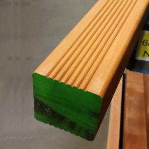 Niové paal geschaafd hardhout met punt 68x68x3050mm